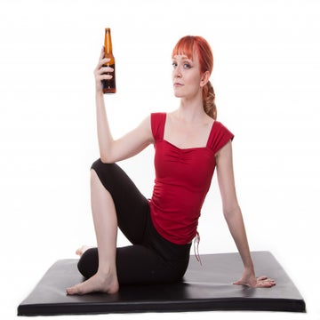 A New Type Of Yoga That Involves Yelling And Drinking Beer