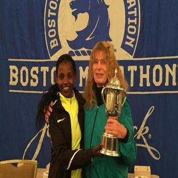 The Boston Marathon Winner Gave Her Trophy To Bobbi Gibb