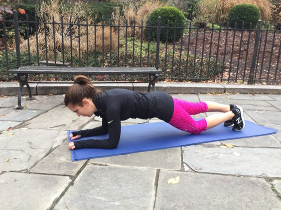 plank with knee tap