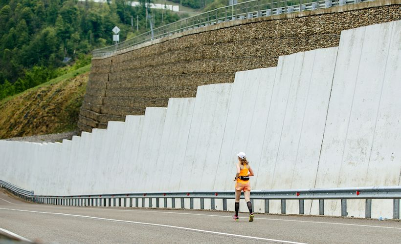 Practice Downhill Running And Prevent Injuries With These Tips