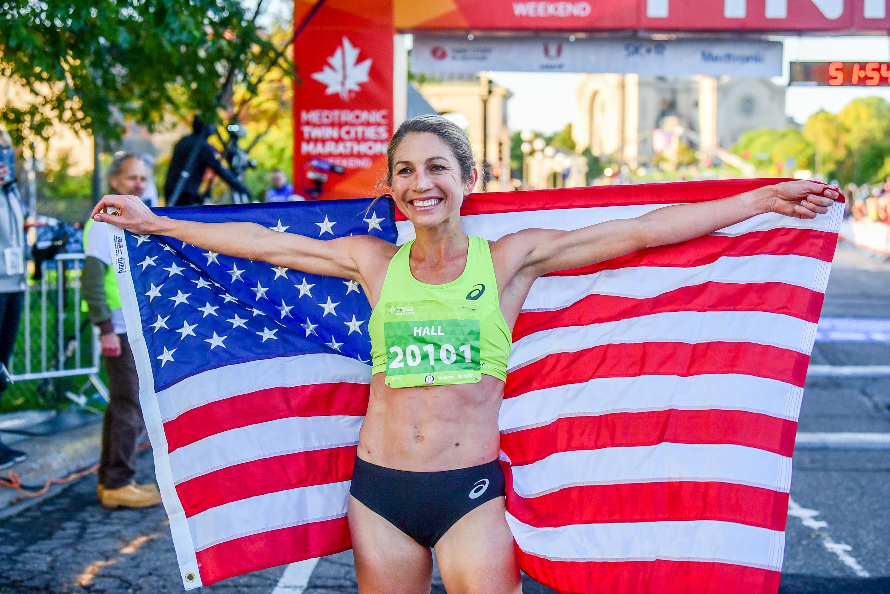 Sara Hall wins the 2019 USATF 10-Mile Championships, one week after racing the Berlin Marathon.
